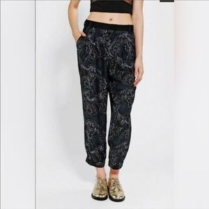 NEW SILENCE & NOISE / TIGER PRINTED JOGGER PANTS